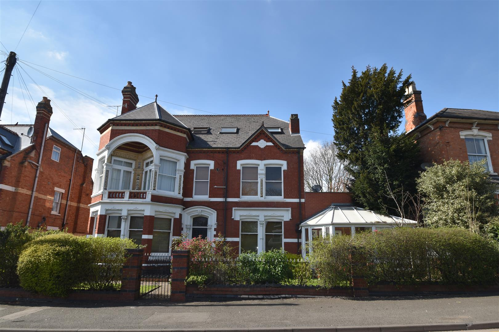 2 Bedrooms Ground Flat for sale in Droitwich Road, Worcester